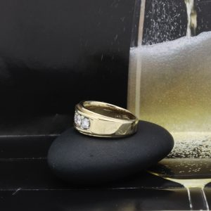 1.00ctw yellow gold diamond band
