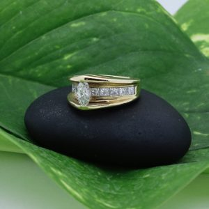 Its magic! Floating diamond ring