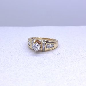 Pretty and petite 1.00ctw diamond ring