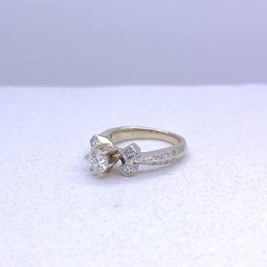 18k white gold beauty